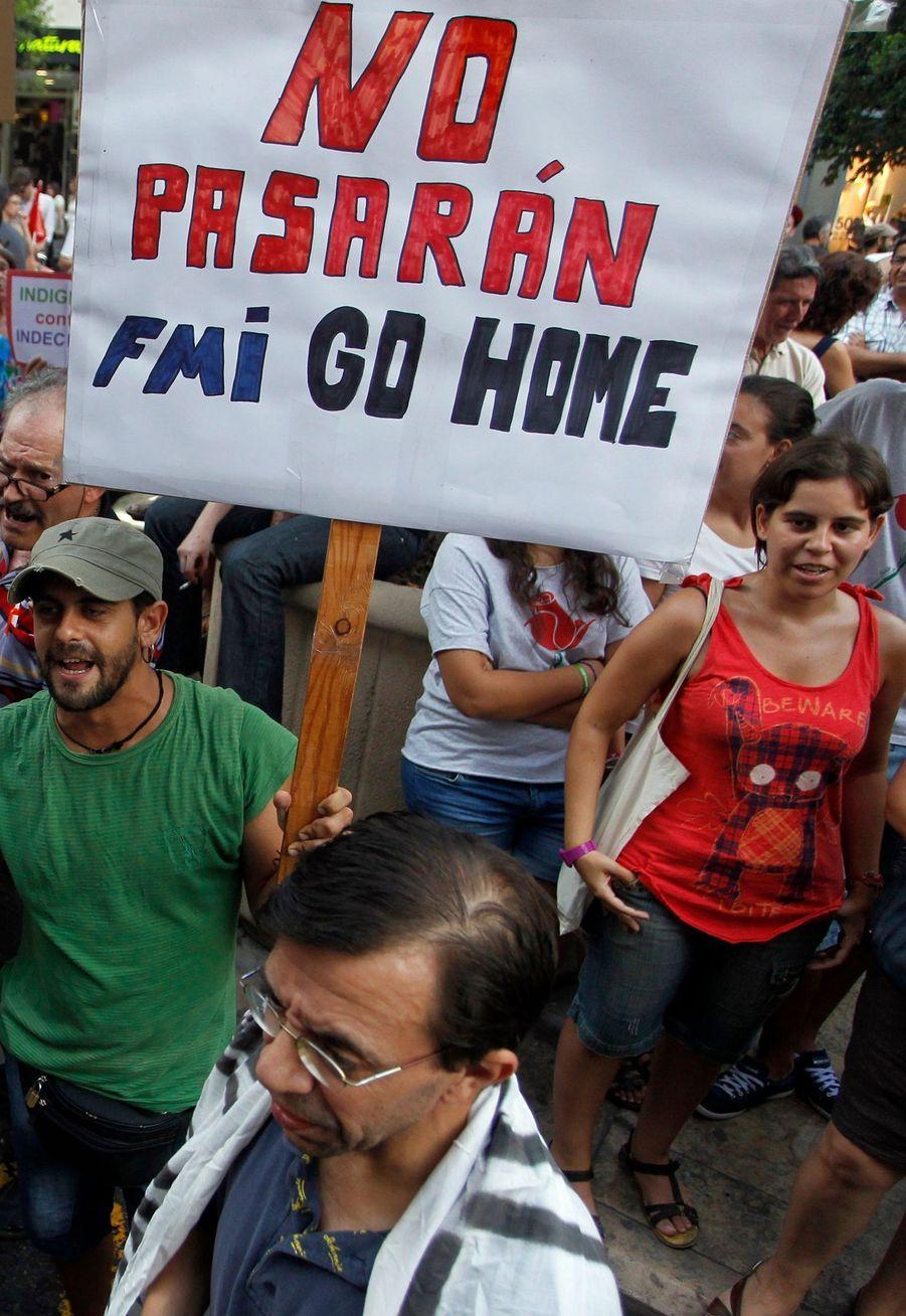 Les manifestants reprochent au gouvernement de Jose Luis Zapatero de se laisser dicter sa politique par le Fonds Monétaire International.