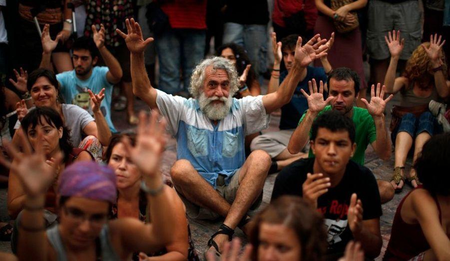 Un sit-in sur la bien nommée place de la Constitution, à Malaga.
