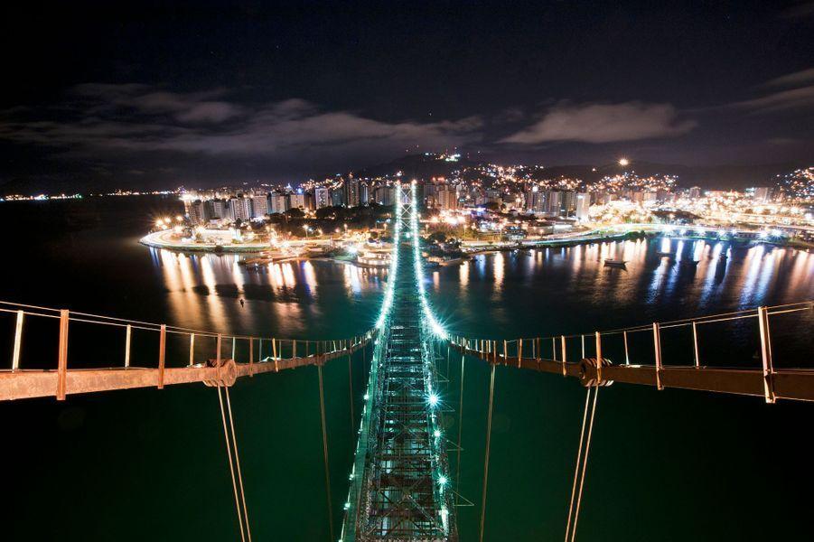 Le Herccilio Luz Bridge, à Florianopolis, au Brésil
