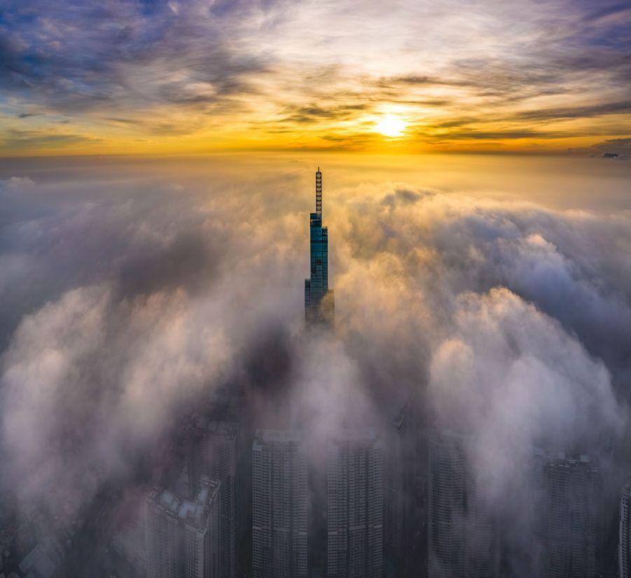 Le Landmark 81 culmine à 461 mètres au dessus du sol.