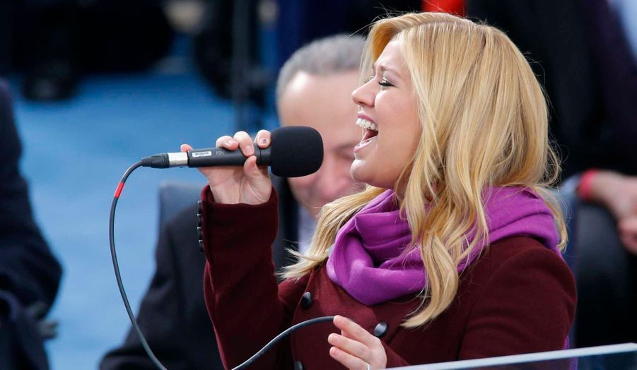 """Kelly Clarkson interprêtant """"My Country 'Tis of Thee"""""""