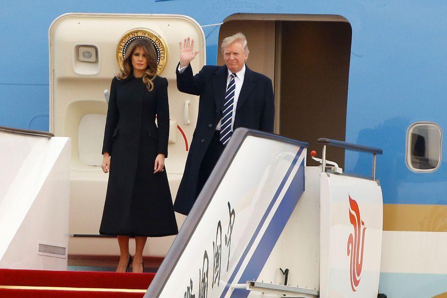 Melania et Donald Trump arrivent à Pékin, le 8 novembre 2017.