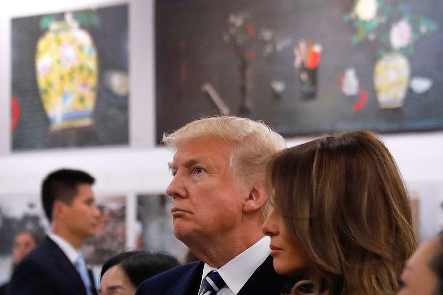 Melania et Donald Trump dans un atelier de la Cité Interdite, le 8 novembre 2017.