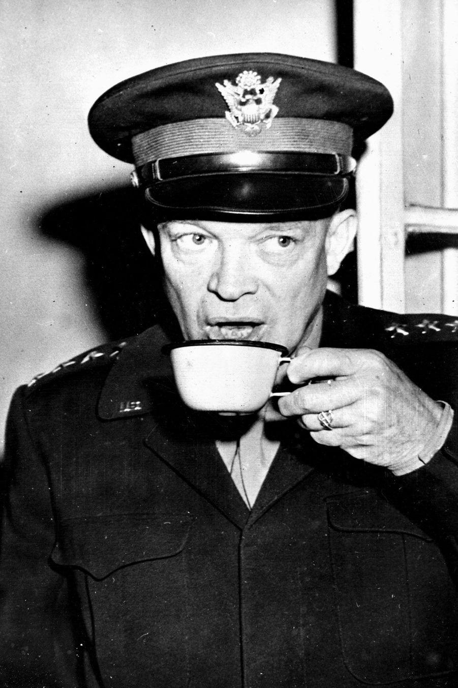 DwightEisenhower le 26 août 1944 à Paris.