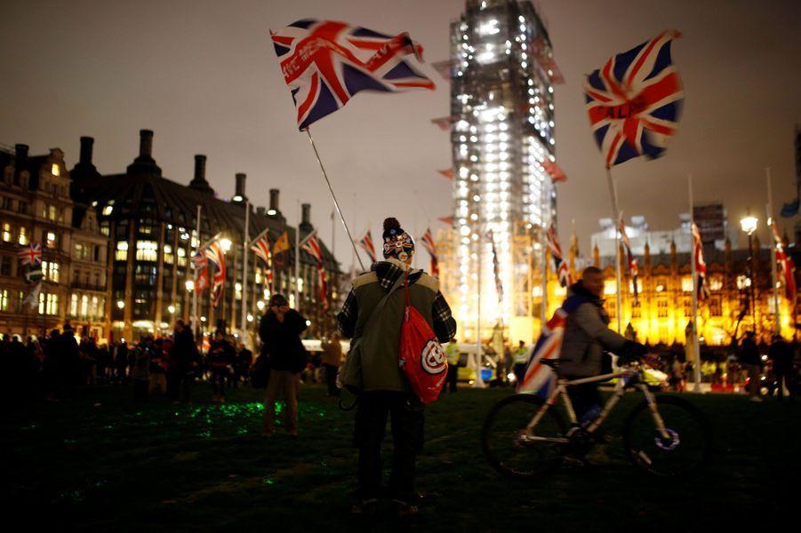 Après trois ans de déchirements, le jour duBrexitest arrivé et le Royaume-Uni entame vendredi un nouveau chapitre de son histoire, qui reste entièrement à écrire.