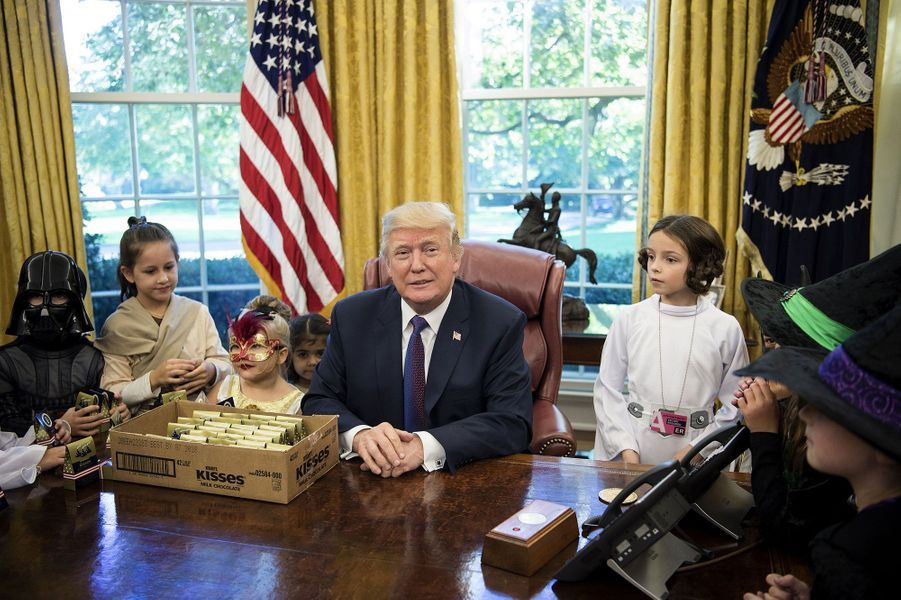 Donald Trump à La Maison Blanche avec les enfants des correspondants pour Halloween