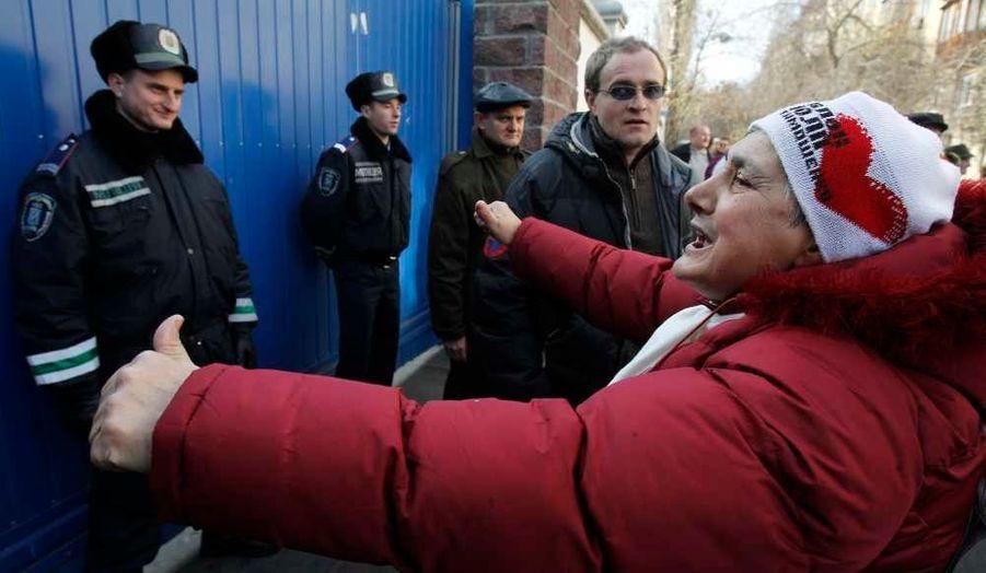 Les policiers pris à partie