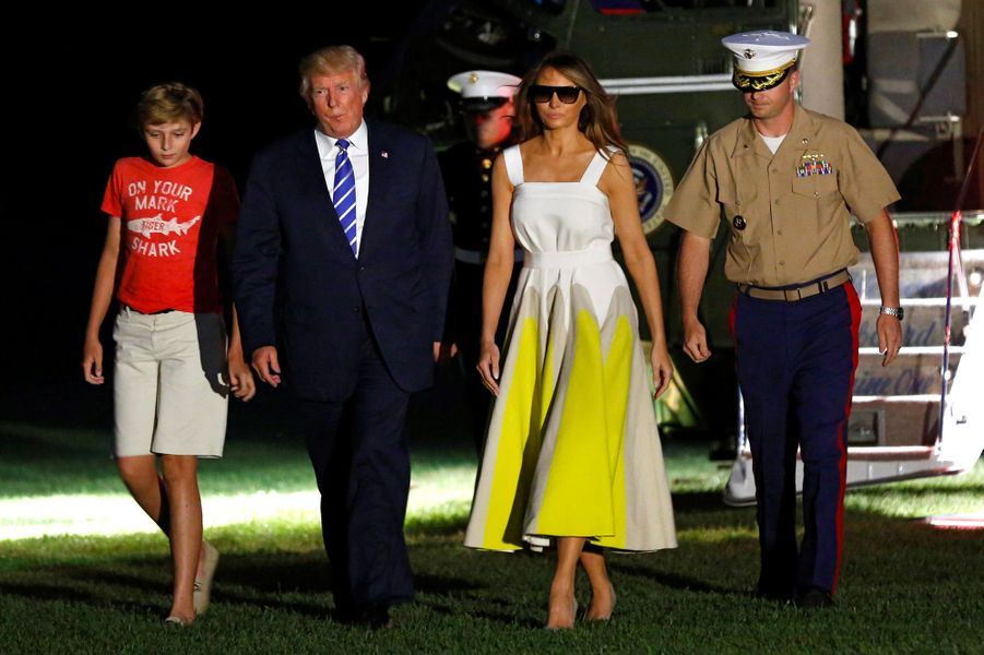 Barron, Donald et Melania Trump de retour à la Maison Blanche, le 20 août 2017.