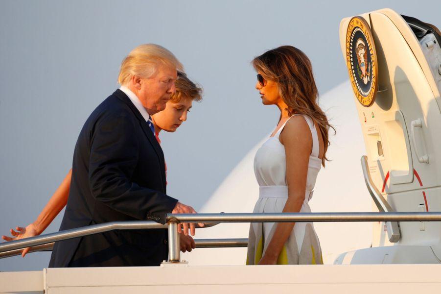 Barron, Donald et Melania Trump quittant le New Jersey, le 20 août 2017.