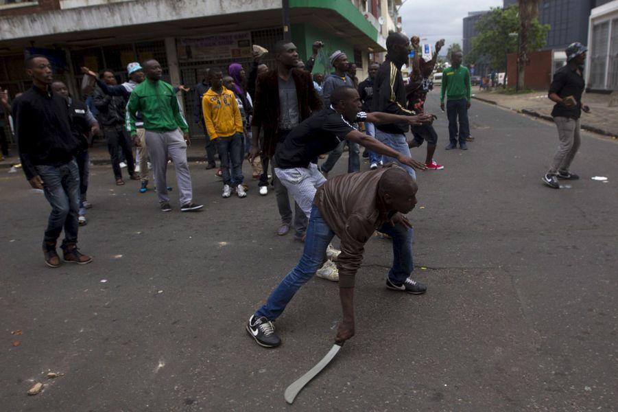 Les anti-immigrants prennent les armes contre les travailleurs étrangers, Durban