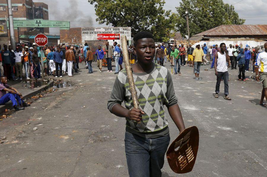 Les anti-immigrants prennent les armes contre les travailleurs étrangers, Johannesburg