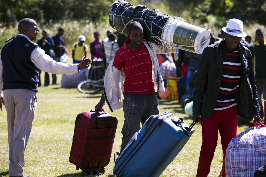 Les travailleurs émigrants, obligés de vivre dans des camps