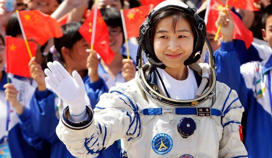 La fusée Shenzhou 9 a été lancée samedi pour une mission d'environ deux semaines vers le module expérimental Tiangong 1, lancé en septembre 2011. Trois taïkonautes sont à bord. Parmi eux une femme Liu Yang, première femme chinoise de l'histoire à voyager dans l'espace.