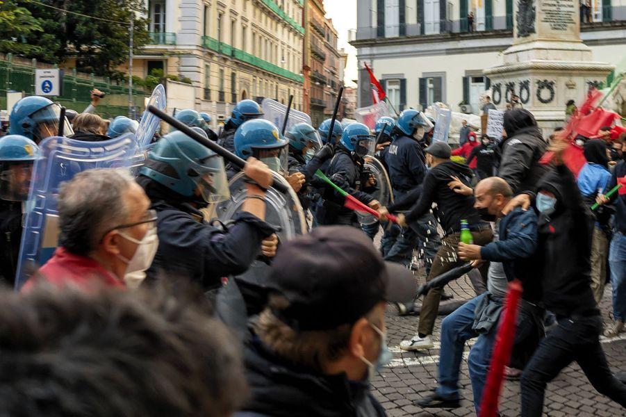 Naples, samedi 24 octobre.
