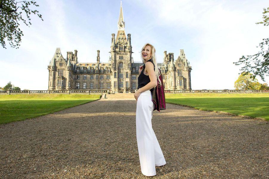 Louise Linton dans le château de ses parents àDalkeith, en Ecosse, le 15octobre 2015.
