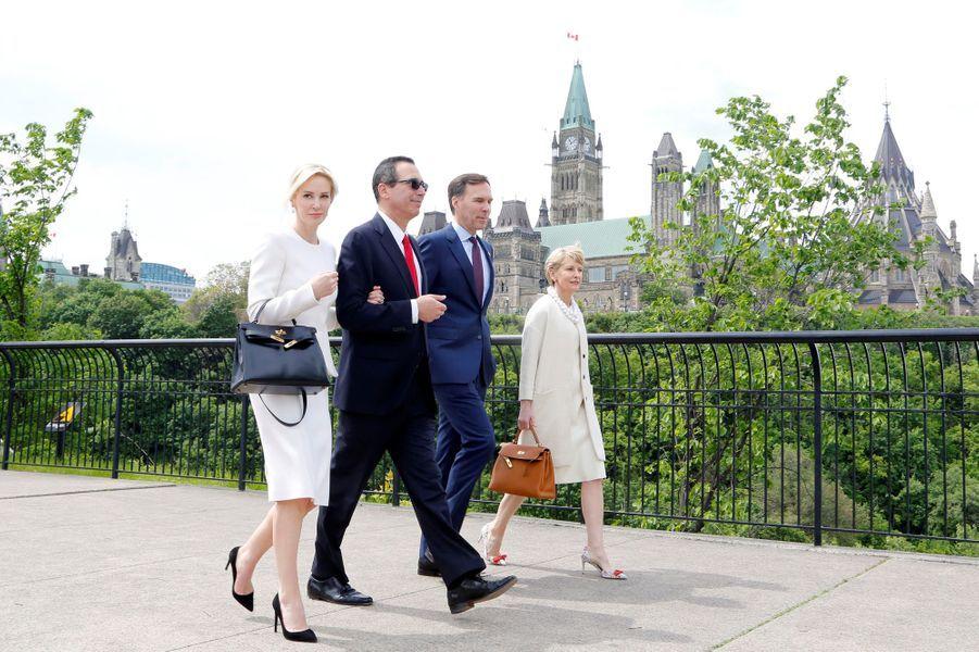 Steven Munchin et Louise Linton lors d'un déplacement à Ottawa, au Canada, le 9 juin 2017.