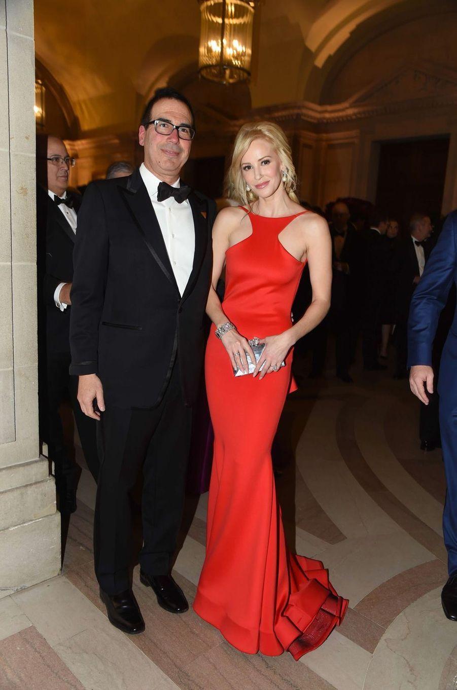 Steven Mnuchin et Louise Linton auChairman's Global Dinner à Washington, le 17 janvier 2017.