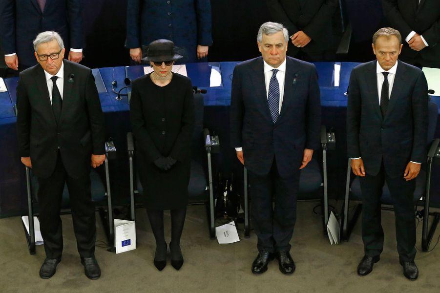 Jean-Claude Juncker, Antonio Tajani, Donald Tusk aux côtés de Maike Kohl-Richter, veuve d'Helmut Kohl.