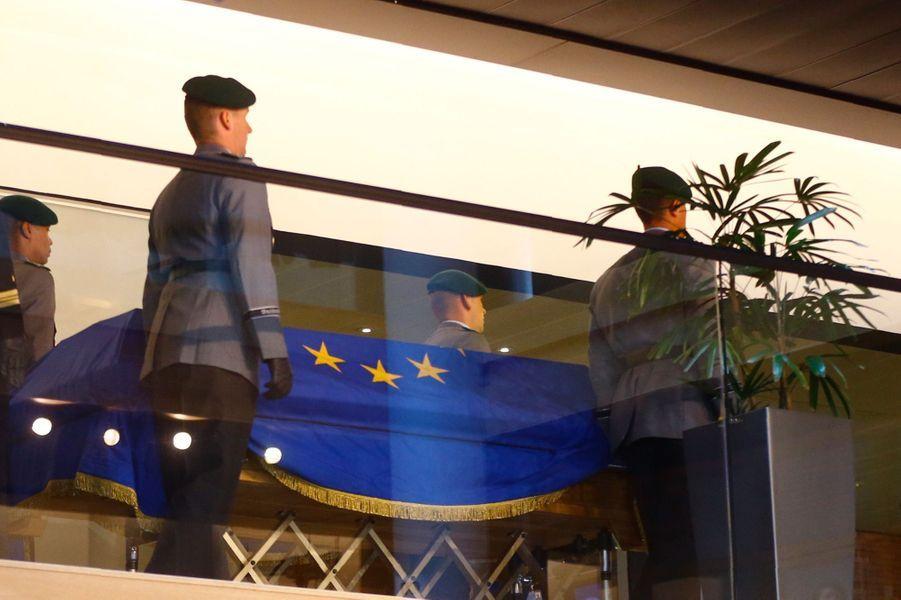 Le cercueilde l'ancien chancelier allemand Helmut Kohl.