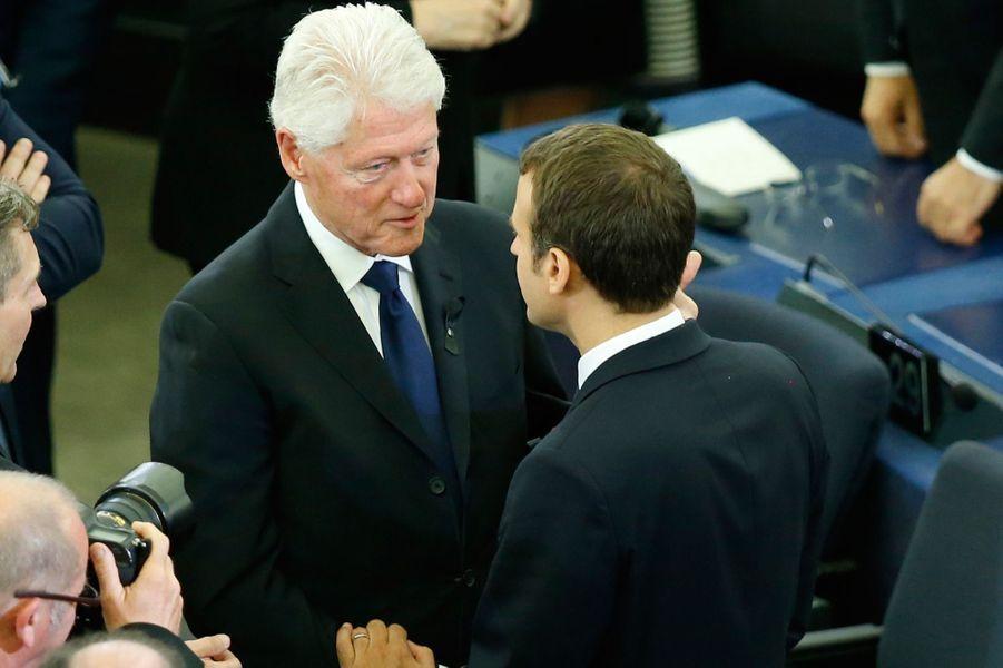 Bill Clinton et Emmanuel Macron.