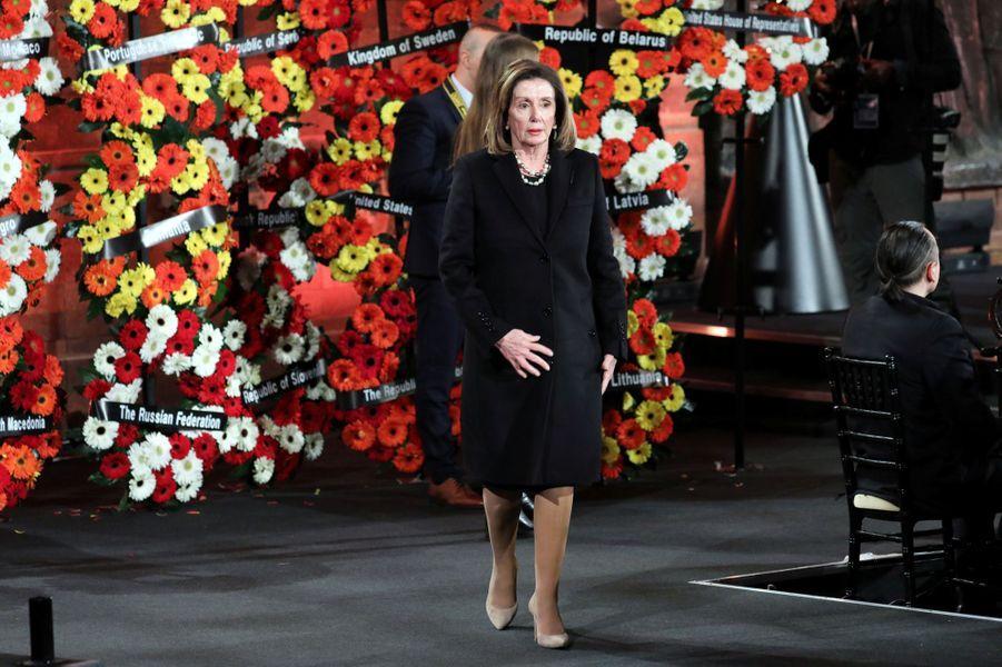 Nancy PelosiàYadVashem, le mémorial de la Shoah à Jérusalem,pour marquer le 75e anniversaire de la libération du camp nazi d'Auschwitz.