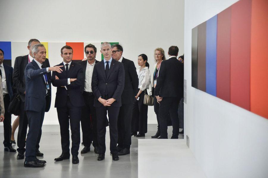 Visite de l'exposition « The Shape of Time » commentée par Bernard Blistène, le directeur du musée national d'Art moderne (à g.). En présence de Jean-Michel Jarre et du ministre de la Culture Franck Riester.