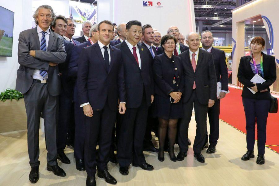 Les présidents Macron et Xi Jinping dans le pavillon français de la Foire internationale des importations. La France est l'invitée d'honneur