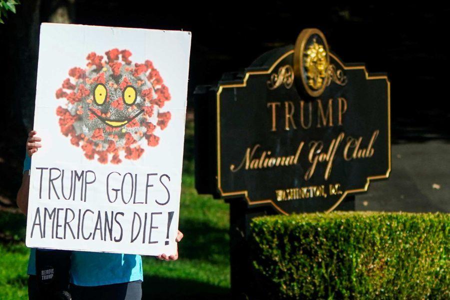 Devant leTrump National Golf Club de Sterling, en Virginie, le 6 septembre 2020.