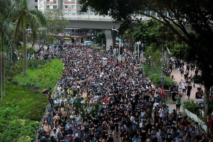 Autres: Nouveaux heurts à Hong Kong, Pékin dénonce des