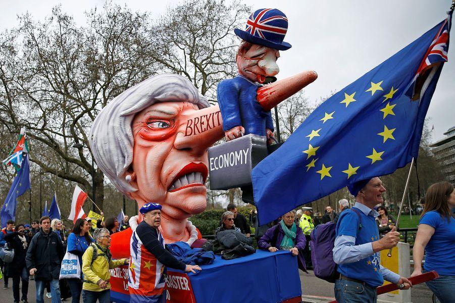 Lors de la marche organisée samedi à Londres par People's Vote pour l'organisation d'un nouveau vote sur le Brexit.