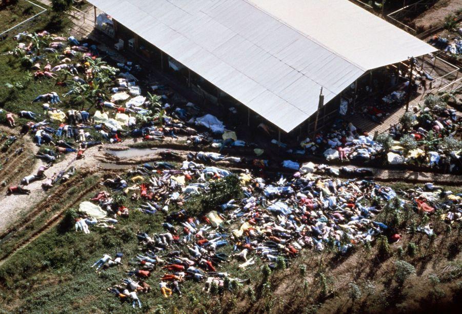 Jonestown, au lendemain du suicide collectif, qui a fait 909 morts, dont 304 enfants.