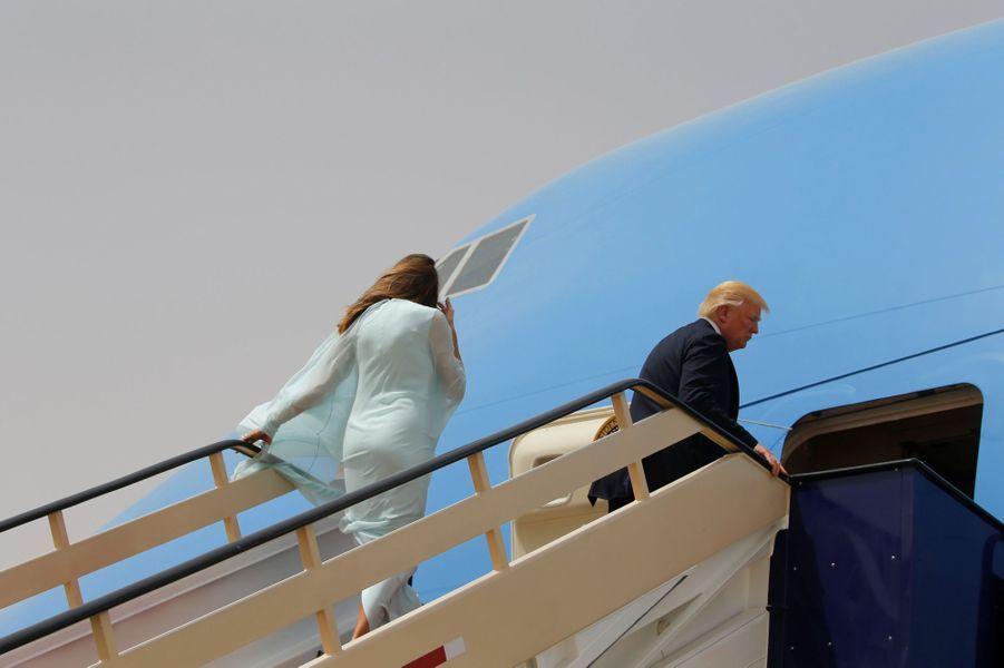 Melania et Donald Trump quittant l'Arabie Saoudite, le 22 mai 2017.