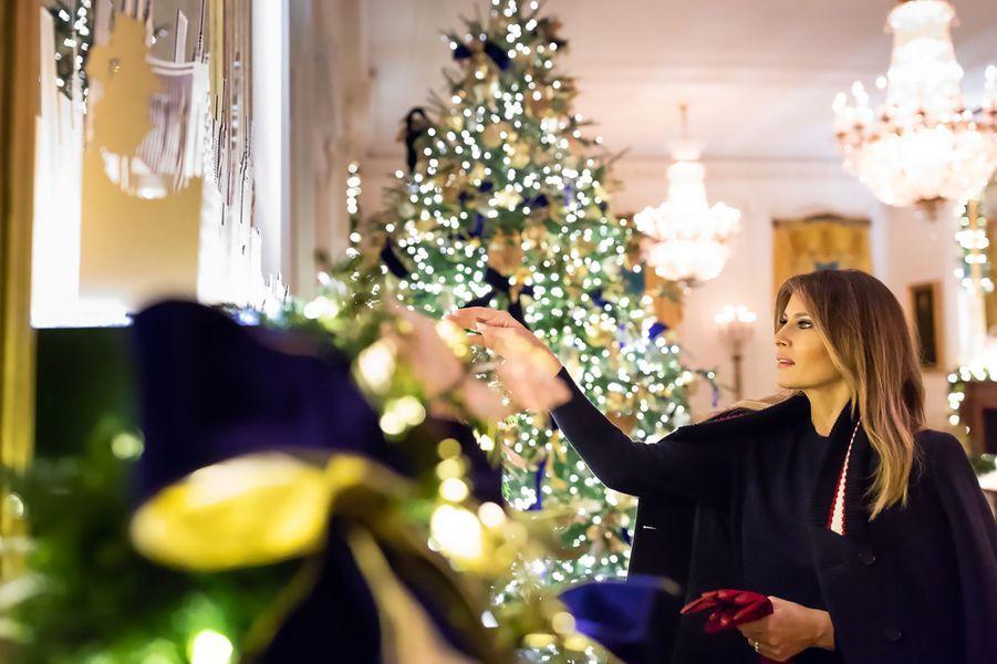 Dans une vidéo diffusée sur son compte twitter accompagnée de photos, l'épouse du président des Etats-Unis a dévoilé les décorations de Noël de la Maison-Blanche.