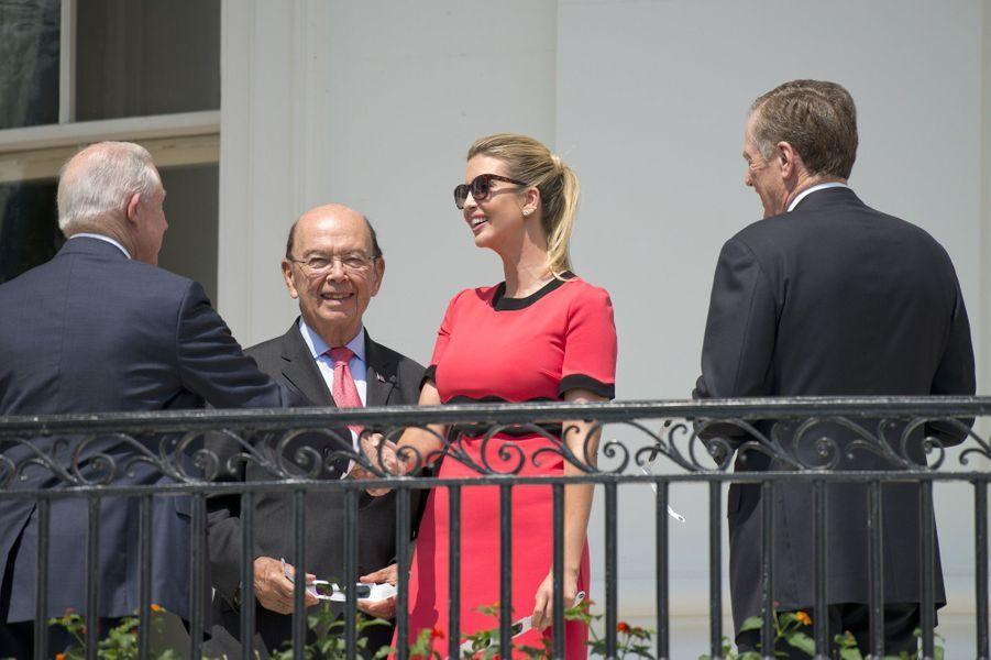 Jeff Sessions, Wilbur Ross et Ivanka Trump à la Maison Blanche, le 21 août 2017.