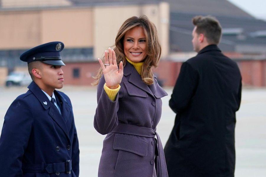 Melania Trump avant d'embarquer dans un avion pour son déplacement de deux jours, le 4 mars 2019.