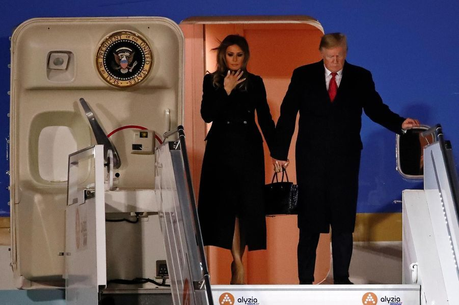 Melania et Donald Trump descendant d'Air Force One, le 9 novembre 2018.