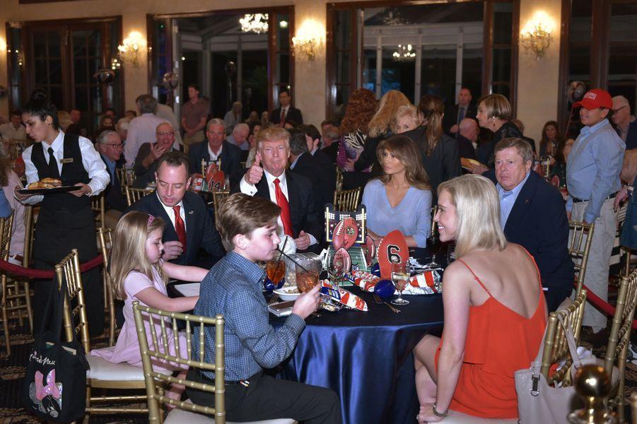 Reince Priebus, Donald et Melania Trump à Palm Beach, en Floride, le 5 février 2017.