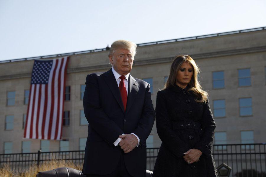Donald et Melania Trump lors de la minute de silence, le 11 septembre 2017.A lire : Après une minute de silence pour 11 Septembre, Donald Trump bombe le torse