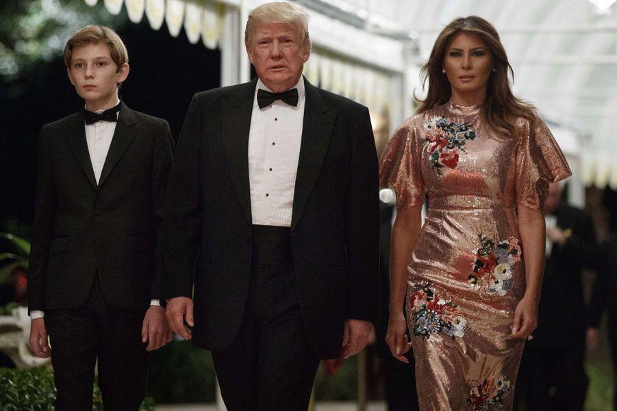 Barron, Donald et Melania Trump à Mar-a-Lago, le 31 décembre 2017.A voir : Nouvel an en famille et en Floride pour Donald et Melania Trump
