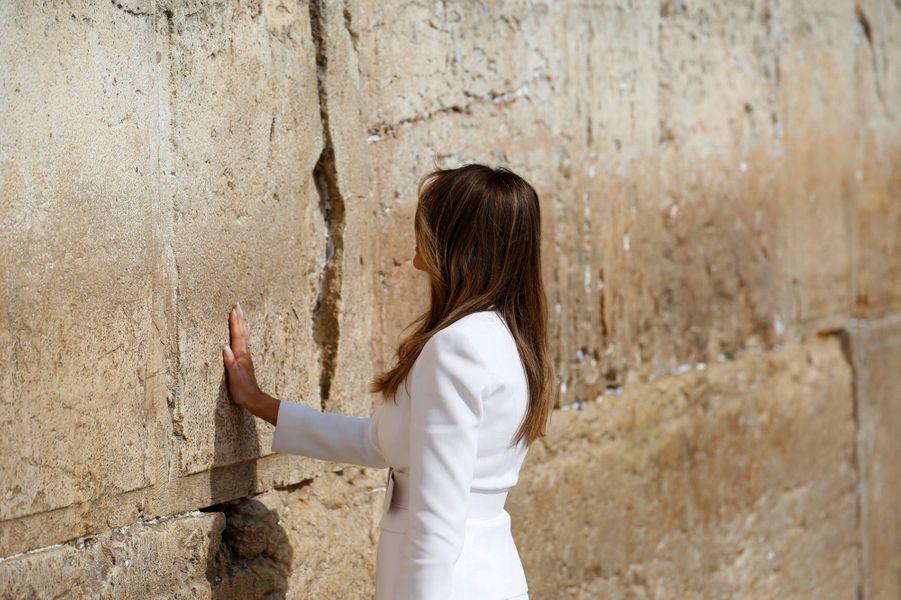 Melania Trump au Mur des Lamentations, le 22 mai 2017.A voir : Donald Trump s'est recueilli sur le Mur des Lamentations