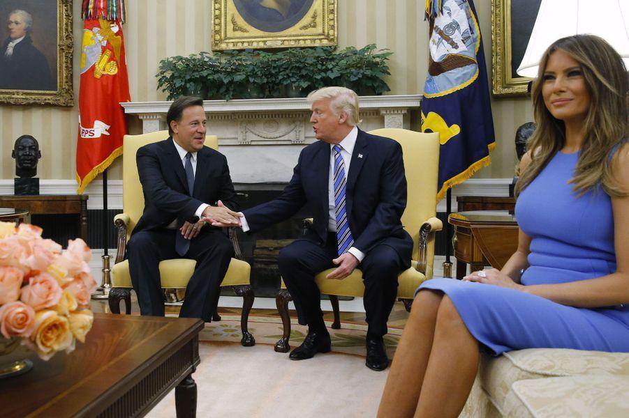Donald Trump, Melania Trump et Juan Carlos Varela, le 19 juin 2017.A voir : Donald et Melania Trump accueillent le président panaméen à la Maison Blanche