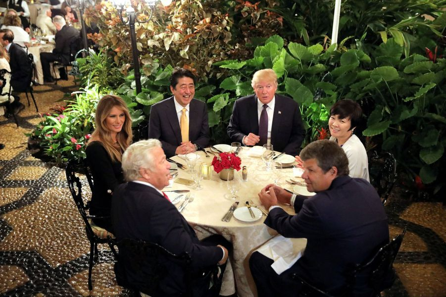 Melania Trump, Shinzo Abe, Donald Trump et Akie Abe à Mar-a-Lago, le 10 février 2017.