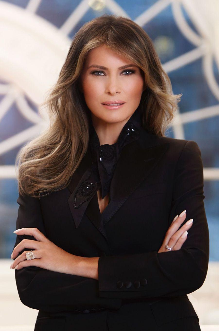 Le premier portrait officiel de Melania Trump, diffusé le 3 avril 2017 par la Maison Blanche.