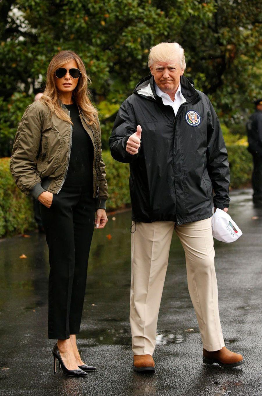 Melania et Donald Trump quittent la Maison Blanche, le 29 août 2017.A voir : Le look de Melania Trump, en visite au Texas, choque