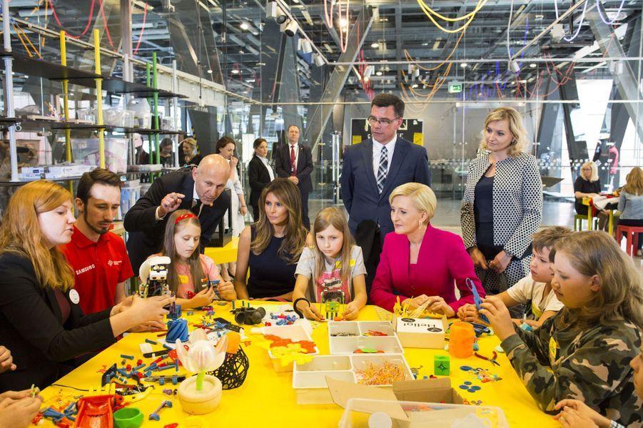 Melania Trump et laPremière dame polonaiseAgata Kornhauser-Duda, le 6 juillet 2017.A voir : Atelier scientifique à Varsovie pour Melania Trump