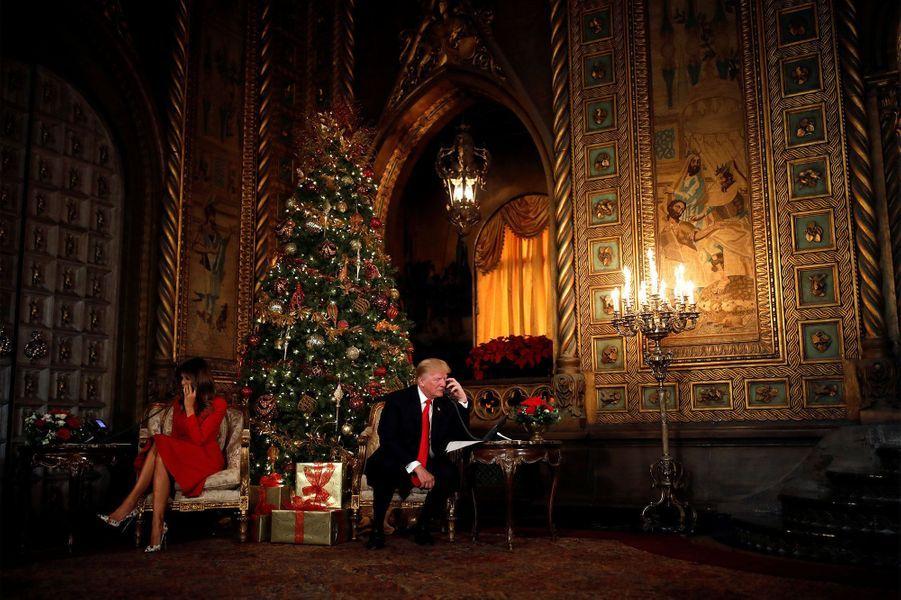 Melania et Donald Trump à Mar-a-Lago, le 24 décembre 2017.A voir : Donald et Melania Trump jouent les messagers du Père Noël