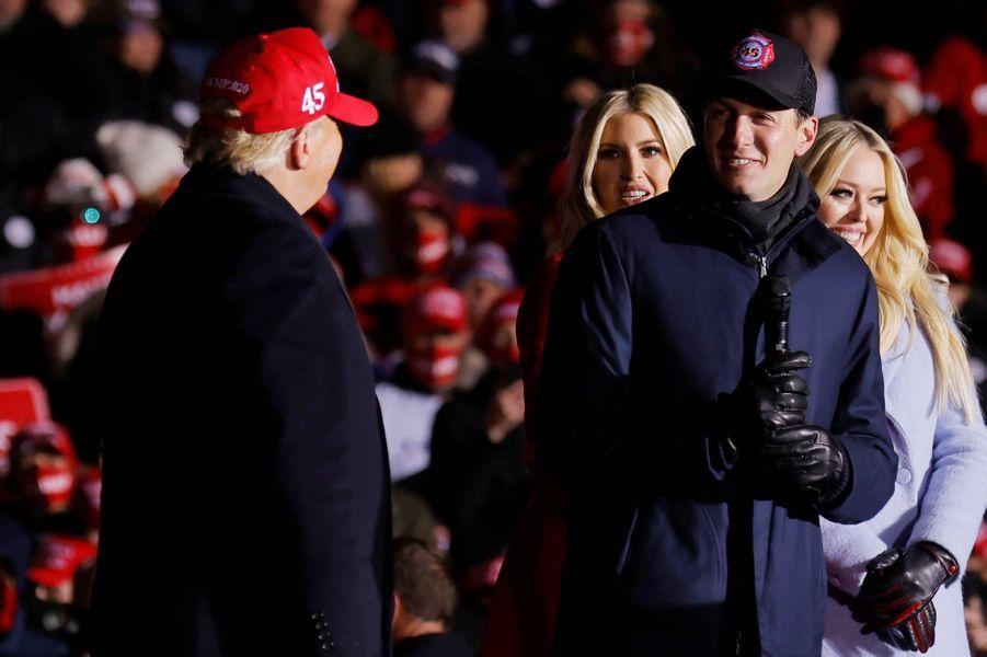 Donald Trump, Jared Kushner, Ivanka Trump et Tiffany Trumpà Kenosha, dans le Wisconsin, le 2 novembre 2020.