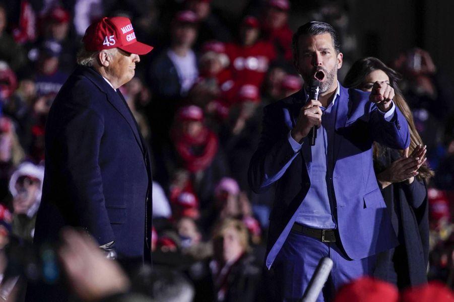 Donald Trump et Donald Trump Jr àKenosha, dans le Wisconsin, le 2 novembre 2020.