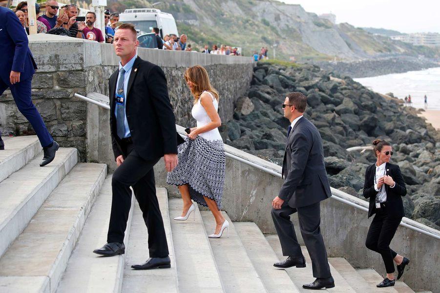 Melania Trump en marge du sommet du G7, sur la plage de Biarritz, le 26 août 2019.