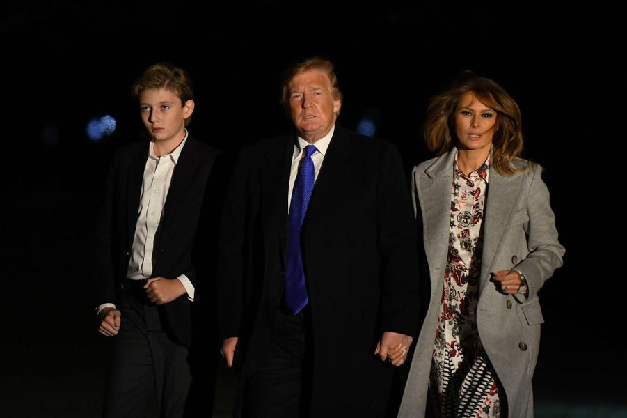 Barron, Donald et Melania Trump de retour à la Maison-Blanche, le 18 février 2019.